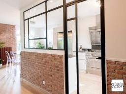 Projet Boyenval : Cloison verrière mondrain sur muret de brique