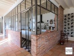 Projet Denis : Cloison verrière sur mur en brique